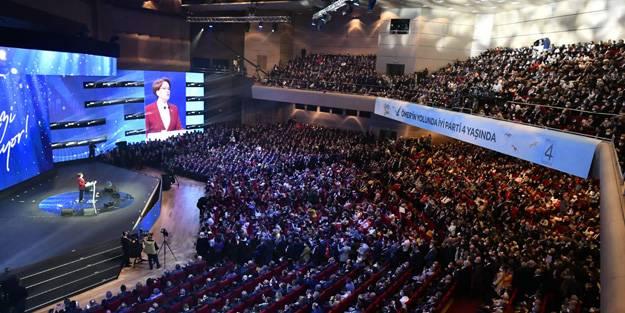10 büyükelçi rezaleti yaşanırken İYİ Parti kongresinde dikkat çeken görüntü! Akşener arkasına alıp konuştu