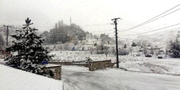 10 yıl sonra Antalya'da nisan ayında kar sürprizi