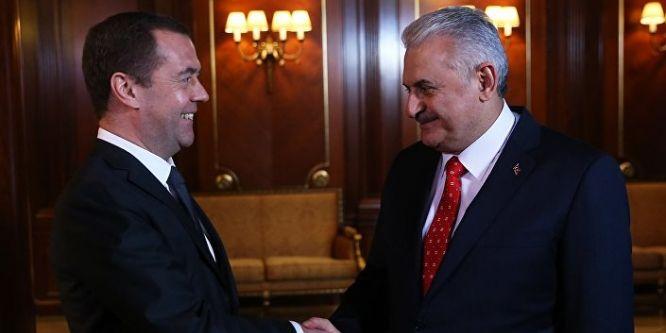 Medvedev, Başbakan Yıldırım ile bir araya gelecek