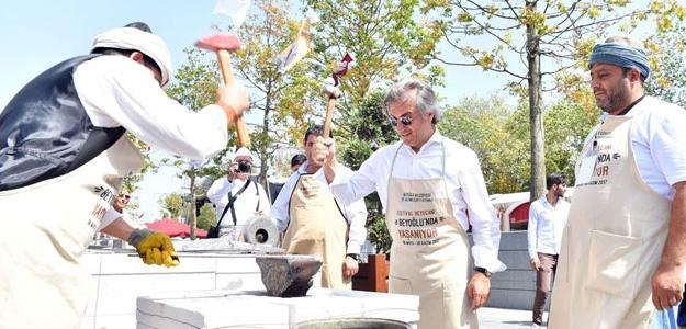 12. Altın Eller Festivali Beyoğlu'nda başladı