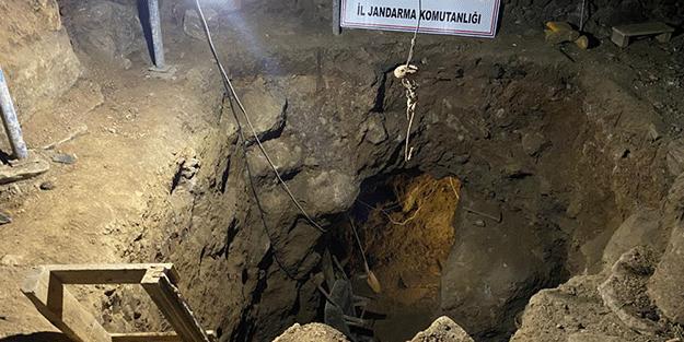 12 metre derinliğe tünel kazdılar! Şaşırılacak define olayı