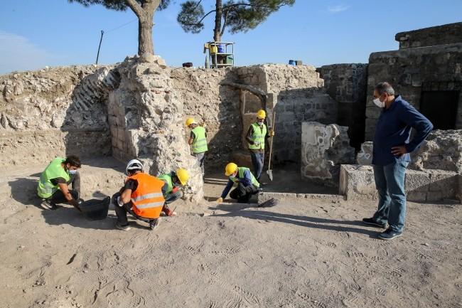 """1700 senelik mezar odaları bulundu! """"Diyarbakır'ın kalbi"""" Sur'da müthiş buluş"""