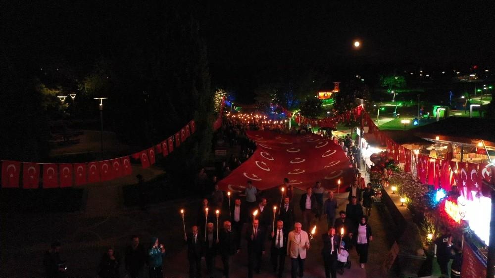 19 Mayıs'ın 100. yılında Ankara, kırmızı beyaza büründü