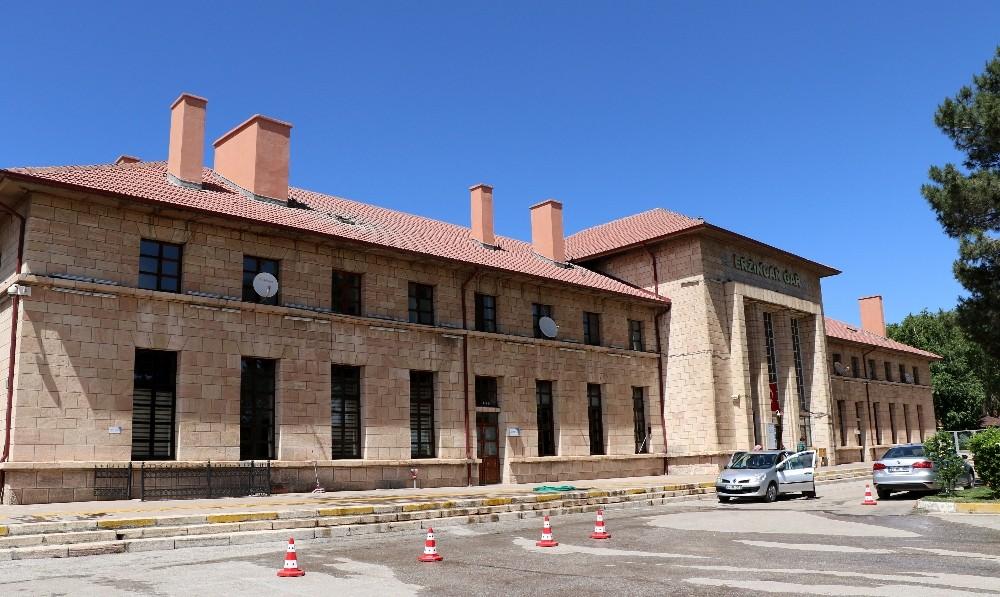 1939'daki depremde ayakta kalan tek bina