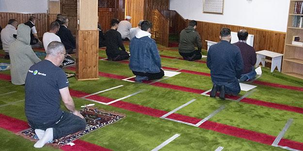 2 aydan fazla süren hasret sona erdi! Avrupa ülkesinde camiler ibadete açıldı