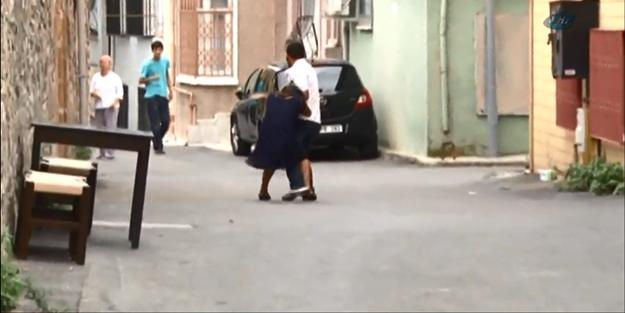 Bu kadarı da pes dedirtti 2 aylık eşini sokak ortasında sürükledi