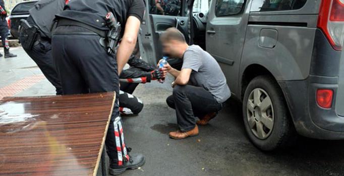 2 polisi bıçaklayıp kaçmaya çalışan hırsız vurularak yakalandı
