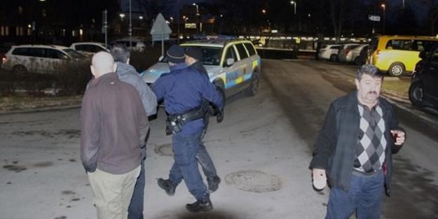 200 kişilik PKK'lı grup Türk derneğine saldırdı