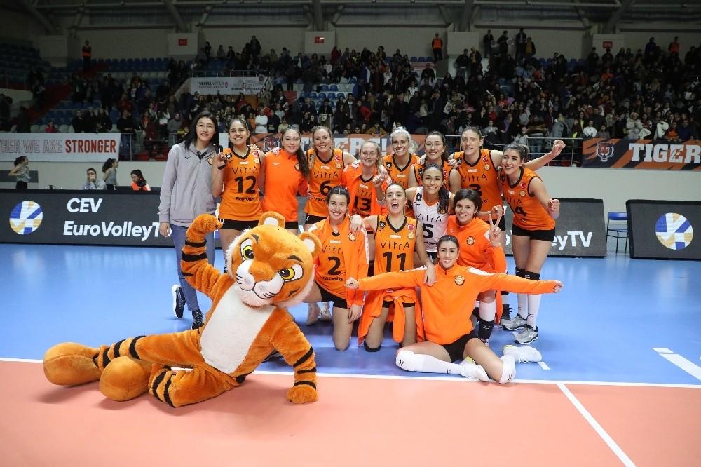 2020 CEV Şampiyonlar Ligi: Eczacıbaşı VitrA: 3 - LP Salo: 0