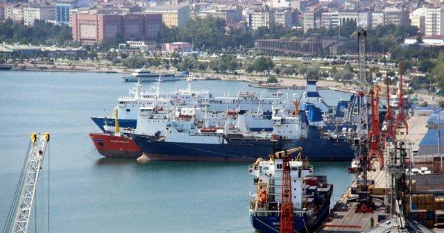 22 gemi Rusya'ya mal götürmek için bekliyor