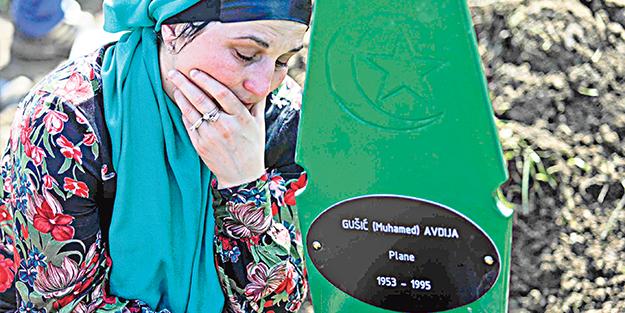 Srebrenitsa'da gözyaşı ve dua