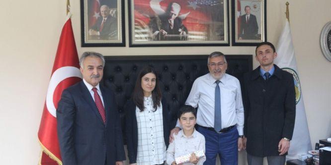 İnönü'de başkanlık koltuğu küçük Enes'e emanet
