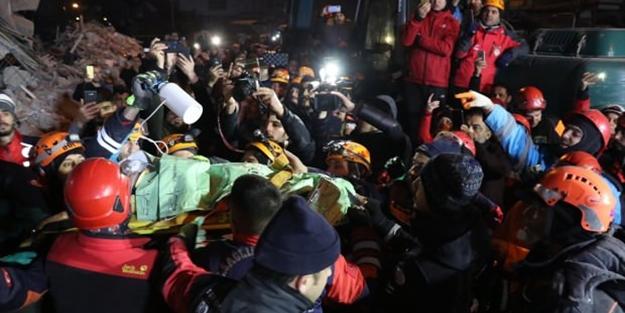2,5 yaşındaki Nüsra ve annesi Ayşe Yıldız enkaz altından böyle kurtarıldı!