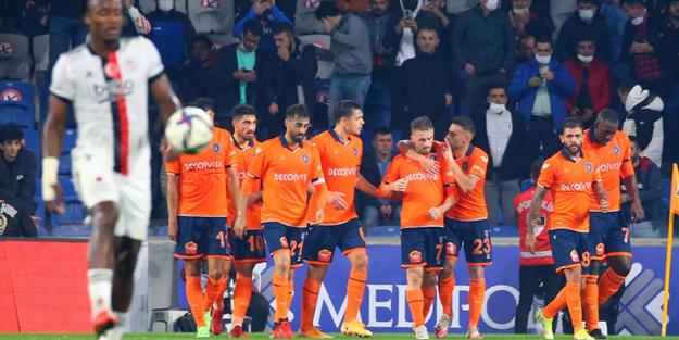 3 dakikada 2 gol! Beşiktaş, Başakşehir'e mağlup oldu