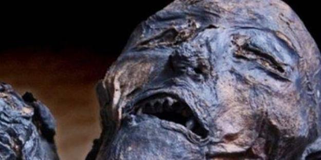 300 yıllık ceset 1 saatte çürüdü - FOTO