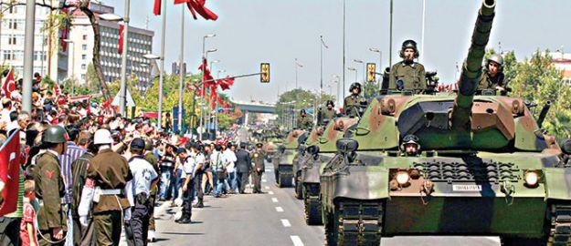 30 Ağustos provaları vatandaşı isyan ettirdi
