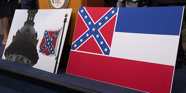 George Floyd protestoları ABD'de bayrak değiştirtiyor