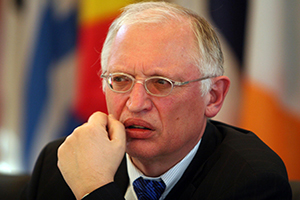Verheugen: Gösterilerde şiddet kabul edilemez