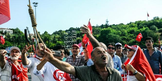 Binlerce vatandaş 15 Temmuz Şehitler Köprüsü'nde