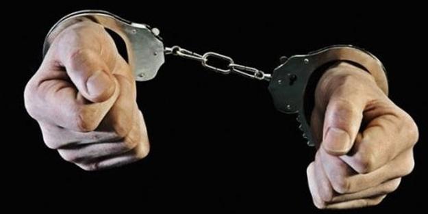 42 polis gözaltına alındı, iki asker tutuklandı