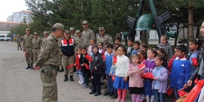 Öğrencilerden İl Jandarma Komutanlığına ziyaret