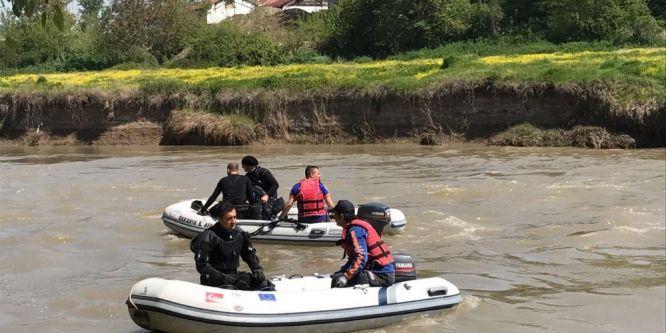 Nehre düşen gencin arama çalışmaları ikinci günde de devam ediyor