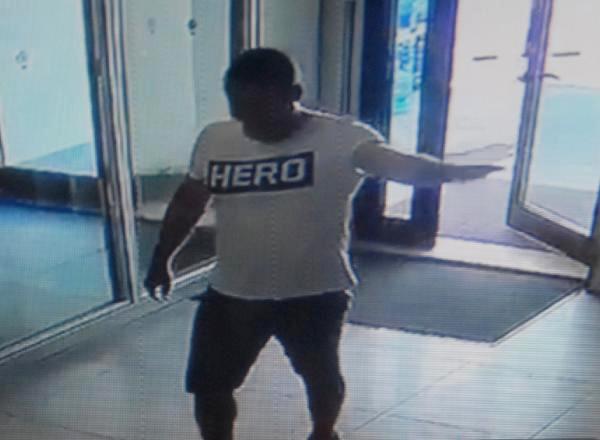 5 yıldızlı otelde 'Hero' tişörtü vakası!