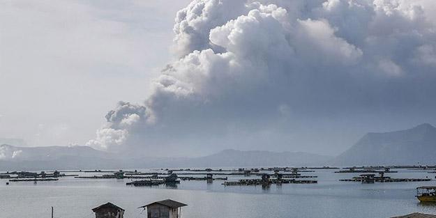 52 deprem kaydedildi, küller 100 kilometre etrafa yayıldı