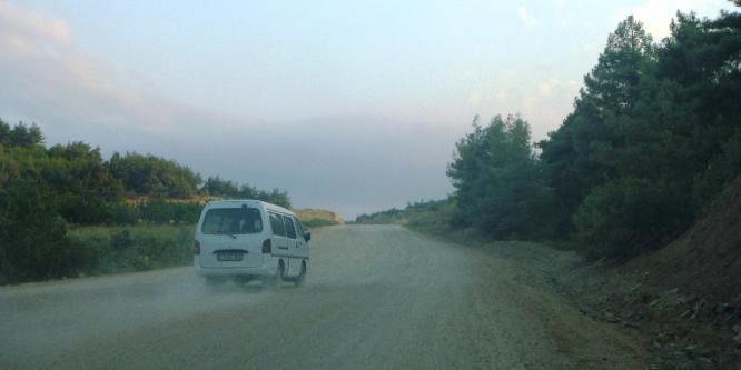 Deresakarı köylüleri yollarının asfalt olmasını istiyor