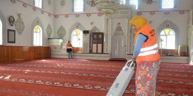 Suluova'daki camilerde Ramazan temizliği