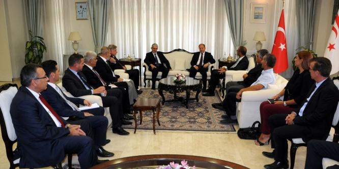 Recep Akdağ, sanayi ve ticaret odalarının temsilcileriyle görüştü