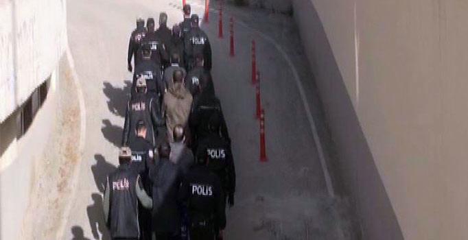7 terörist saldırı hazırlığında yakalandı