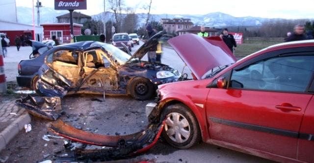 Mersin'de trafik kazası: 1'i ağır 3 yaralı