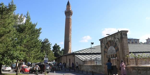 825 yıllık Ulu Camii'nin restorasyon çalışmalarına eğik minaresinden başlanacak