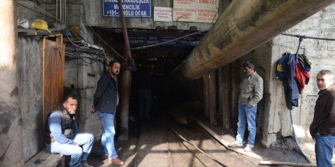 Göçükte kalan işçiler kurtarma çalışmaları 12. saatte