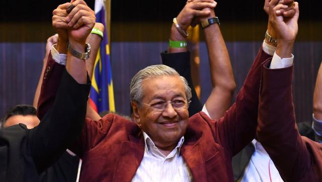92 yaşında 60 yıllık koalisyonu devirdi