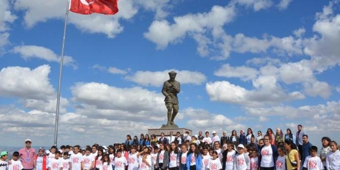TUNCELİ'DEN GELEN ÖĞRENCİLER AFYONKARAHİSAR'DA AĞIRLANDI