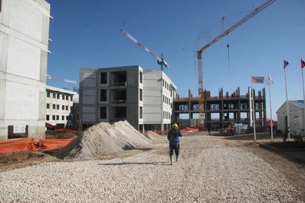 AB Büyükelçisi Berger, hastane inşaatında incelemelerde bulundu