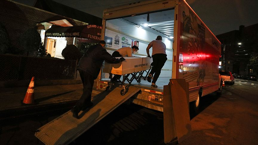 ABD'de dondurucusu olmayan kamyonetlere yerleştirilen cesetlerin kokusu çevreye yayıldı