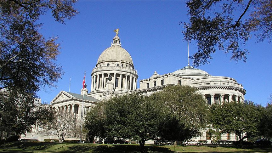 ABD'de Mississippi eyaleti ırkçı konfederasyon sembolünü bayrağından çıkarıyor