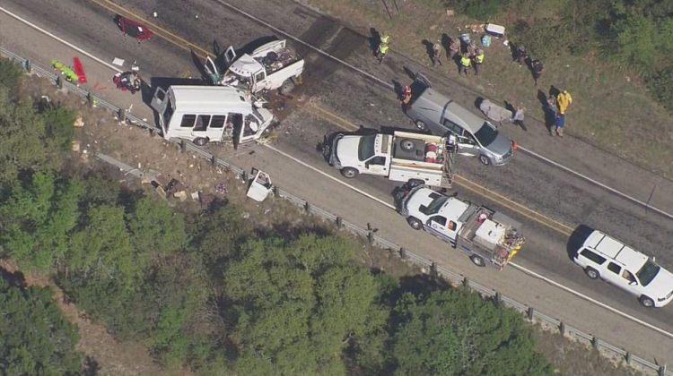 ABD'de otobüs kaza yaptı! Çok sayıda ölü var