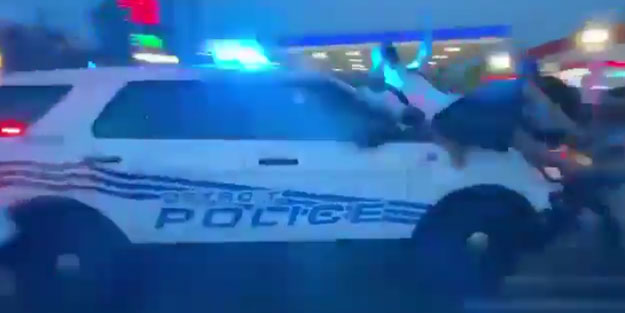 ABD'de polis göstericileri ezdi