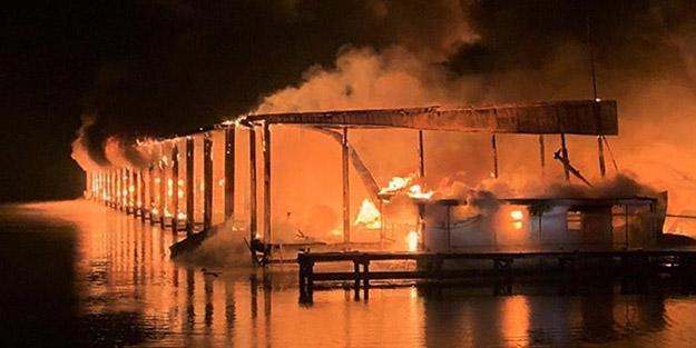 ABD'de yangın faciası! Düzinelercesi suya gömüldü, çok sayıda can kaybı var