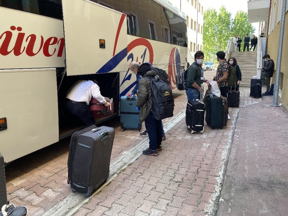 ABD'den gelenlerin karantina süresi doldu evlerine yola çıktılar
