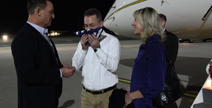 ABD'li ajan Brunson'ı taşıyan uçak, Almanya'ya iniş yaptı