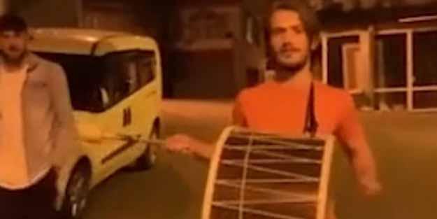 Abdülkadir Parmak, tarihi zafer sonrası Trabzon sokaklarında davul çaldı