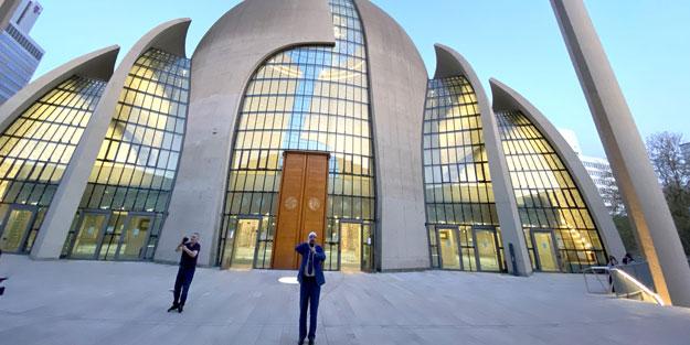 Açılışını Cumhurbaşkanı Erdoğan'ın yaptığı camide ilk kez hoparlörlerden ezan okundu