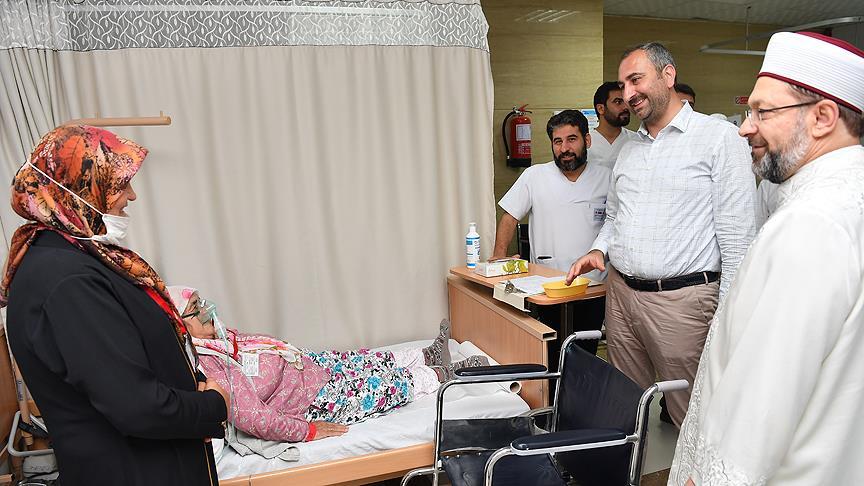 Adalet Bakanı Abdulhamit Gül Mekke'de hastalarla bayramlaştı
