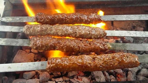 Adana kebap nasıl yapılır? Ev yapımı Adana kebap tarifi