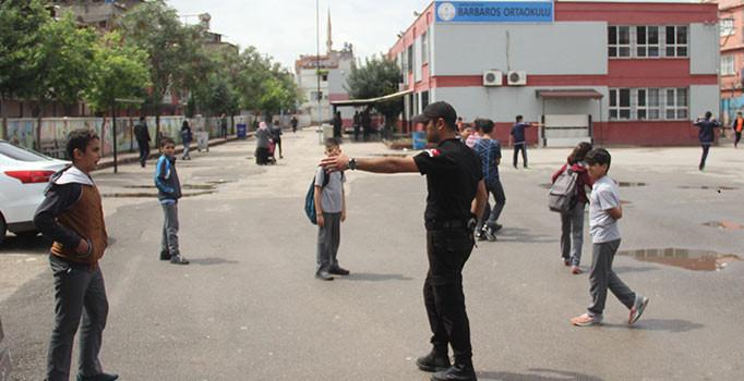 Adana'da 14 yaşındaki öğrenci, okuldan kaçmasına izin vermeyen müdür yardımcısını bıçakladı